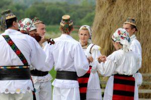 Muzica și dansurile maramureșenilor nu lipsesc de la sărbătorile religioase