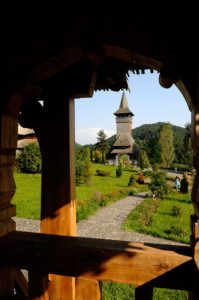 Frumusețea Mânăstirii Bârsana pare ruptă din Rai